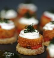 CHICKEN PARMESAN CROSTINI fresh mozzarella & tomato fondue #bbweddings #stylemepretty