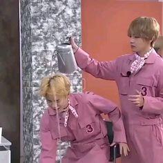 Bts Memes Hilarious, Bts Funny Videos, Bts Vmin, Bts Jungkook, Kim Taehyung Funny, Bts Book, Suki, Bts Pictures, Photos