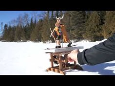 Carved viking skier in the tradition of the Birkebiner. The base is make of quarter sawn oak with gears of contrasting woods. Kinetic Art, Wooden Toys, Sculpture Art, Vikings, Gears, Carving, Youtube, Projects, Diy