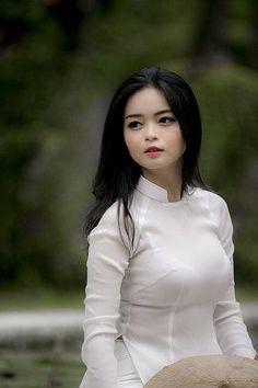 Anh nhon Nguyen yeu em. Transparent Clothes, Transparent Dress, Tight Tank Top, Vietnam Girl, Vietnamese Dress, Beautiful Bollywood Actress, Beautiful Asian Women, Ao Dai, Sexy Asian Girls