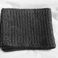 Men's crochet scarf Solid grey scarf. Unisex by reneeoriginals1 #Crochetscarf #greys #mensfashion #giftsformen  #moda #fashionscarf #fashionista #hombre