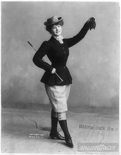 An Edwardian woman in a daring riding habit, ca 1901 US 1900s Fashion, Edwardian Fashion, Vintage Fashion, Women's Fashion, Fashion Women, Edwardian Clothing, Fashion Guide, Antique Clothing, Fashion 2018