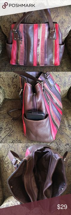 Fossil leather bag Fossil leather handbag, Good condition,Inside has 3 large pockets and 2 small pockets on side for cell phone,Used, $29 Fossil Bags
