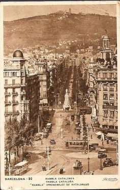 Rambla Catalunya Barcelona City, Barcelona Catalonia, Old Pictures, Old Photos, Valencia, Places To Travel, Places To Visit, Historical Architecture, Gaudi