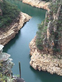 Brasil...  Cânion no lago de Furnas, Minas Gerais