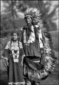 Zuya Hiyaya - Goes To War and his daughter - Sicangu, 1905