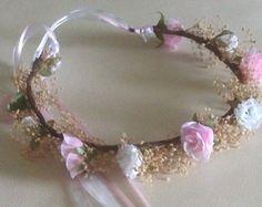 Ein kleiner Blumen-förmigen design verbunden ist ein größeres, von einem breiten band nur vibrieren mit den exquisiten Schimmer, feine Kristalle. D... #Kopfschmuck #Blumen #Kristalle #band