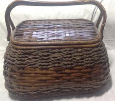 The basket is in good condition, but there is paint loss on the handle and rim, see pictures. Picnic Baskets For Sale, Wicker Picnic Basket, Large Baskets, Picnic Games, Selling On Ebay, Red Plaid, Jute, Utah, Burlap
