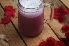 Para além da maravilhosa cor rosa, este Latte de Beterraba é rápido, simples de fazer e delicioso, tanto quente como frio!