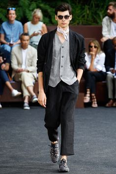 Issey Miyake Spring 2016 Menswear Fashion Show
