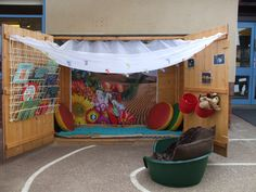 I love this simple yet inspirational communication friendly space Outdoor School, Outdoor Classroom, Classroom Ideas, Eyfs Classroom, Communication Friendly Spaces, Book Area, Outdoor Learning Spaces, Outdoor Sheds, Outdoor Play