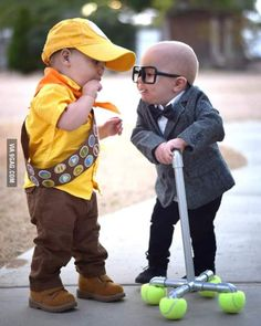 These kids as Russell and Carl Fredricksen from Disney& Up. in 2020 Disfraz Up, Fantasias Up, Twin Costumes, Disney Baby Costumes, Family Costumes, Funny Baby Costumes, Children Costumes, Cosplay Costumes, Babies In Costumes
