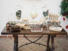Joseba Sandoval - Un mariage sur le theme des succulentes en Andalousie  Buffet de mariage vintage chic.
