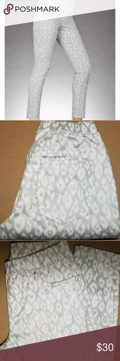 "Boston Proper White Leopard Legging So Easy Metallic Leopard Legging  Elastic Waist  Size 2  Inseam 27 1/2"" Waist 13"" Laying Flat Boston Proper Jeans Skinny"
