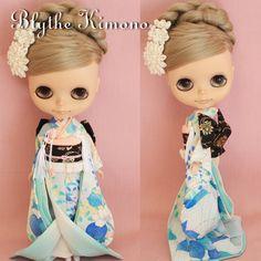 xevkx             ・・・ 上記の画像は フォトアップで掲載しました ・・・     ◆ ・ ◆ ・ ◆ ・ ◆ ・ ◆ ・ ◆ ・ ◆ ・ ◆ ・ ◆ ・ ◆ ・ ◆ ・ ◆     ◆商品について ★ブライスのお着物 Japanese-style wedding 季節の花模様のお引きずり振り袖 花嫁 ☆着物:正絹古布(総裏仕立て)だて襟付き     ☆帯:金襴 ☆はこせこ:金襴     ☆懐剣:正絹古布 ☆裾除け:正絹古布 ☆抱え帯:正絹古布 ☆髪飾り(2点):絹     ☆足袋...