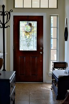 How to create a foyer when there isn't one / www.mrshinesclass.com