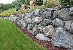 Different Types of Retaining Wall Materials & Designs With Images - Garden Types Types Of Retaining Wall, Boulder Retaining Wall, Retaining Wall Design, Building A Retaining Wall, Landscaping Retaining Walls, Hillside Landscaping, Landscaping With Rocks, Modern Landscaping, Landscaping Ideas