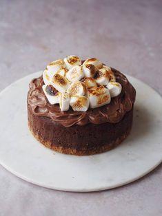 S'more-inspireret chokoladekage