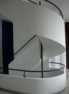 p228167-Paris-Villa_Savoye_staircase.jpg (295×400)