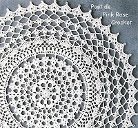 "The Portuguese title of this project translates as ""Washcloth with Round Point Crochet Fans"" but it looks like a doily to me. Free crochet chart from Pink Rose Crochet (notes are in Portuguese) is found at http://1.bp.blogspot.com/_hI7QFaqugIw/TEeObxVIjII/AAAAAAAAPxo/kbarhtcRTpk/s1600/Toalhinha+Redonda+Croche+-+GR.+PRose+Crochet.JPG"