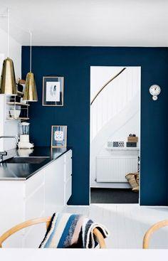 køkken med blå toner …
