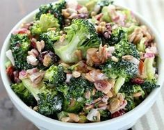Easy Broccoli Salad with Bacon - Keto and Low Carb Looking for a great dish to take to your next barbecue or potluck lunch? This broccoli salad is so easy to make, is packed with flavor, no one will ever know it's low carb! Green Salad Recipes, Fruit Recipes, Pasta Recipes, Cooking Recipes, Healthy Recipes, Keto Recipes, Healthy Food, Easy Broccoli Salad, Fresh Broccoli