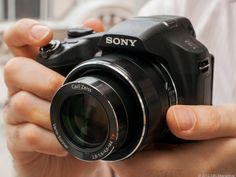 Digital camera buying guide - CNET Reviews. This is a highly informative state-of-the-art review which includes information about wireless cababilitiy.