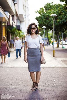RIOetc: love the fit of this pencil skirt, simple but stylish with a white tee