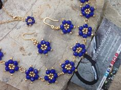 Blue Daisies Set - new season bijouterie Seed Bead Jewelry, Bead Jewellery, Seed Bead Bracelets, Beaded Jewelry, Azul Margarita, Handmade Bracelets, Handmade Jewelry, Diy Jewelry Projects, Embroidery Jewelry