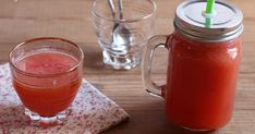 Cocktail aux fruits d'été Fruit, Mason Jars, Cocktail, Mugs, Tableware, Bergamot Orange, Raspberries, Vitamins, Patio