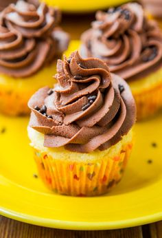 Classic Yellow Cupcakes with Chocolate Buttercream Frosting - Cupcakes from scratch that are as easy as using a mix and taste like they're from a bakery!!