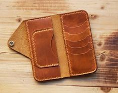 Leather Wallet Men's Gift Personalized Wallet by SmithsAndKings Mens Long Leather Wallet, Leather Wallet Pattern, Handmade Leather Wallet, Leather Card Wallet, Diy Leather Projects, Leather Diy Crafts, Leather Craft, Leather Tutorial, Leather Accessories