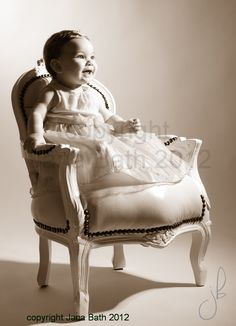 mini model - vintage style - princess stool - studio photography by Jana Bath