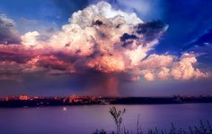 A gorgeous thunderstorm cloud over the Bronx resembles the much less enjoyable phenomena of a mushroom cloud. (Photo: Steve Kelley/Flickr)