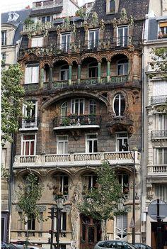 El art nouveau es un movimiento artístico que surge a fines del siglo XIX y se desarrolla hasta las primeras décadas del siglo XX.     22, avenue Rapp, Paris