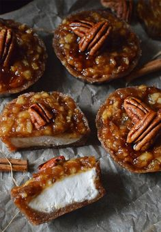 Vegan Mini Raw Caramel Apple Cheesecakes (Vegan Fall Desserts) Vegan Fall Dessert Recipes made with cozy cinnamon, apple and pumpkin as the main ingredients in these super tasty and comforting sweet, dairy-free treats. Desserts Végétaliens, Fall Dessert Recipes, Raw Food Recipes, Autumn Desserts, Raw Vegan Desserts, Vegan Thanksgiving Desserts, Date Recipes Vegan, Vegan Baking Recipes, Healthy Oatmeal Recipes