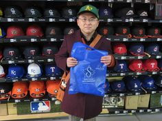 【ベースボール館】2015.02.15 アスレチックスファンのお客様になります。続々海外から入荷してきておりますので、また遊びに来て下さいね\(^o^)/