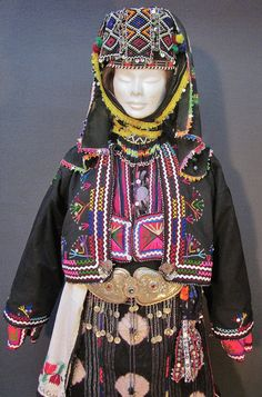 Close-up of a traditional festive costume from the Karakeçeli (Yörük) villages of the Keles district (south of Bursa).  Village (rural) style, ca. mid-20th century.  (Kavak Costume Collection - Antwerpen/Belgium).