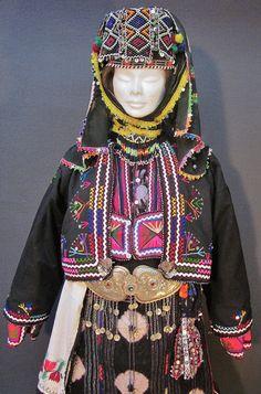 Close-up of a traditional festive costume from the Karakeçeli (Yörük) villages of the Keles district (south of Bursa).  Ca. mid-20th century.  (Kavak Costume Collection - Antwerpen/Belgium).