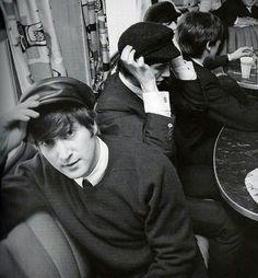 The history of The Beatles – albums, singles, life events of John Lennon, Paul McCartney, George Harrison and Ringo Starr. Beatles Love, Beatles Photos, John Lennon Beatles, Bug Boy, Richard Starkey, Love Me Do, The Fab Four, Wattpad, Ringo Starr