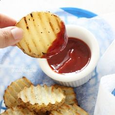 Homemade KETCHUP instead of the store bought containing tons of high frutose corn syrup. 6 oz can tomato paste 1/4 cup honey (or agave) 1/2 cup white vinegar 1/4 cup water 1 tsp sugar 3/4 tsp salt 1/4 tsp onion powder 1/8 tsp garlic powder