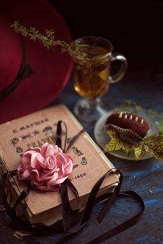Что может быть лучше дома, чая и вкусной пироженки.