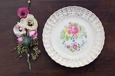 California & Hawaii event rentals specializing in vintage pieces. Gold wedding, dinner party, gold dishes, rent gold dishes, dish wish, gold tablescapes, pink plates, gold and pink wedding