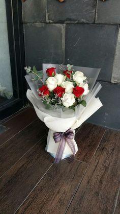 Boquette Flowers, Beautiful Bouquet Of Flowers, Beautiful Flower Arrangements, Summer Flowers, Amazing Flowers, Colorful Flowers, Beautiful Flowers, Felt Flower Bouquet, Bouquet Wrap