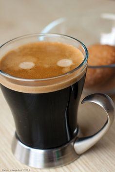 Coffee Milk, I Love Coffee, Coffee Cafe, Coffee Break, Coffee Shop, Coffee Lovers, Tea And Books, Breakfast Tea, Bubble Tea