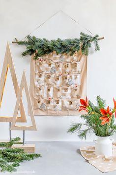 DIY: Adventskalender selber nähen | Alles und Anderes Cozy Christmas, Xmas, Countdown Calendar, Advent Calendars, Christmas Decorations, Holiday Decor, Diy Projects, Diy Crafts, Homemade