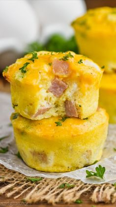Egg Muffins, Cheese Muffins, Delicious Breakfast Recipes, Yummy Food, Eggs In Muffin Tin, Muffin Tins, Sweet Potato Wedges, Breakfast On The Go, Breakfast Ideas