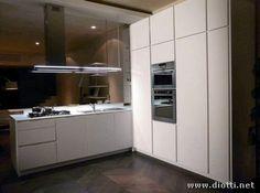 cucina bianca colonne legno - Cerca con Google