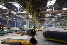 41168131-industrial-interior-of-an-abandoned-building-and-repair-work-on-the-initial-stage.jpg (450×300)