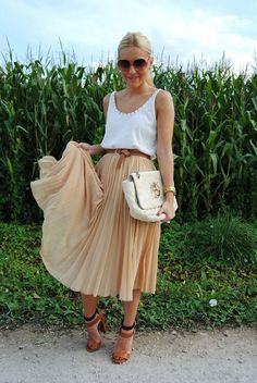 Midi skirt beige and white
